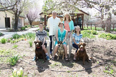 2_Simmons_family_&_dogs_JRohling_2016-04-03_EJ7A0009_lo-res