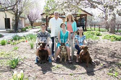 2_Simmons_family_&_dogs_JRohling_2016-04-03_EJ7A0029_lo-res