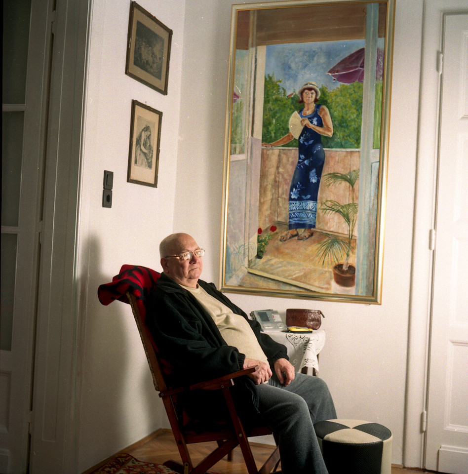 Gyula Jambor with a painting of his daughter
