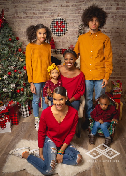 Toni and Family Christmas 2019-00801