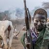 Joven Mundari custodiando el ganado.