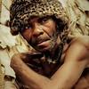 Jefe de los Pigmeos Baka en la reserva de Dja. Camerún.<br /> Desplazados y despojados de su ancestral modo de vida en comunión con la selva, son muy pocos los que actualmente permanecen en la reserva de Dja, malviviendo en pequeños campamentos.