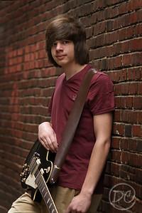 DSC07702-dylan guitar3