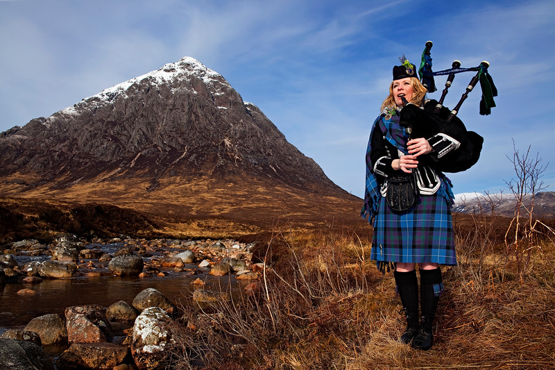 Female Highlind Piper in Glencoe