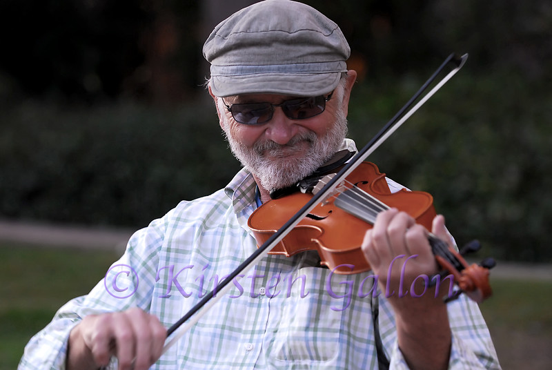This gentleman was entertaining the people in Balboa Park.