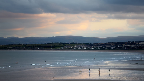 Walkers on the Beach ( Donabate )-1L8A0392