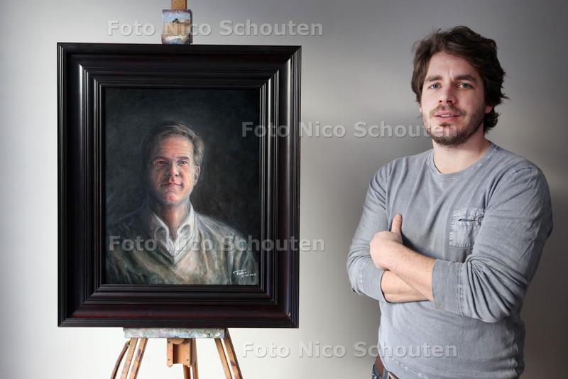 Schilder Felix Albers met zijn portret van Mark Rutte. Felix is barman en heeft Rutte altijd aan de bar. Hij heeft foto's van 'm gemaakt en daar een portret van geschilderd - DEN HAAG 24 JANUARI 2013 - FOTO NICO SCHOUTEN