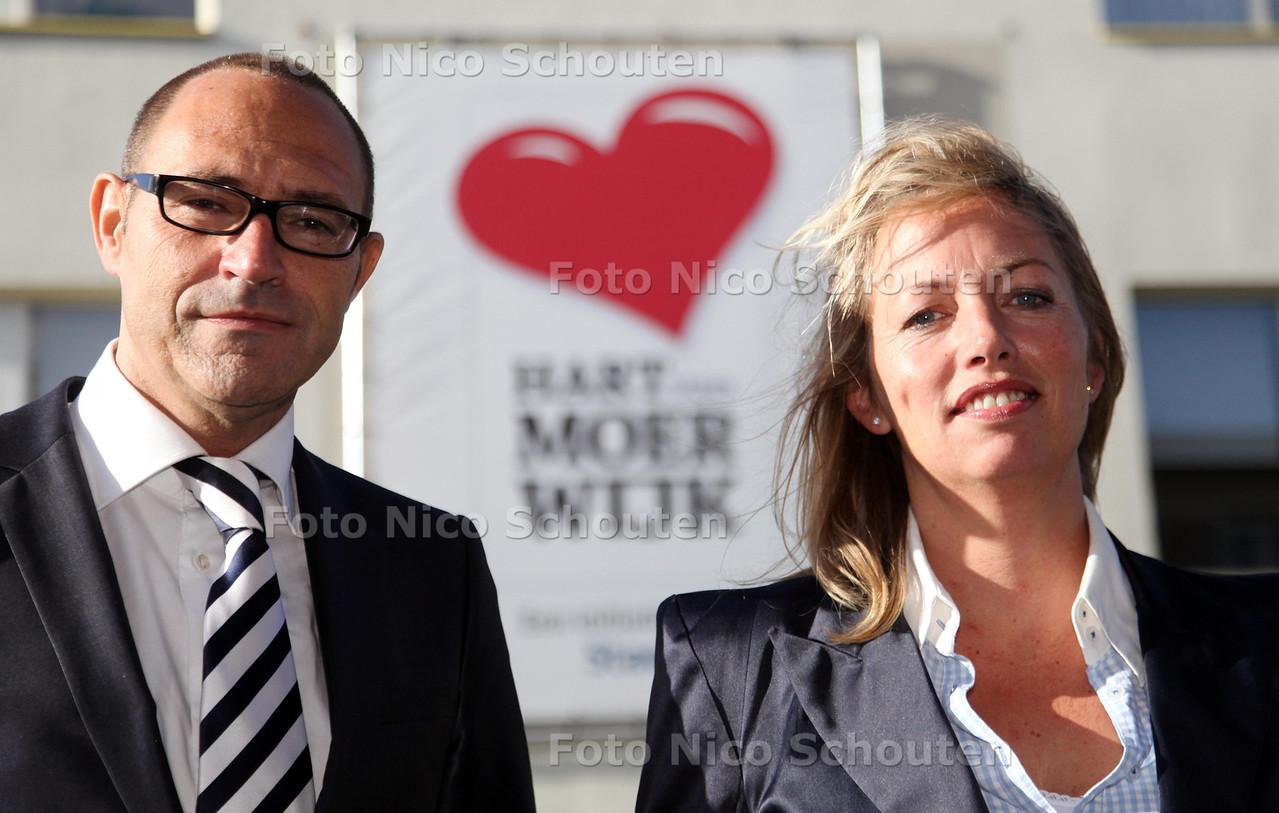 Serge Vrouwenfelder (directeur van de vestiging Escamp) en Julie Ann Tollenaar (gebiedsmanager Moerwijk) van Staedion maken zich sterk voor de leefbaarheid van Moerwijk, maar krijgen vooralsnog niet het vertrouwen van bewoners terug - DEN HAAG 14 SEPTEMBER 2011 - FOTO NICO SCHOUTEN