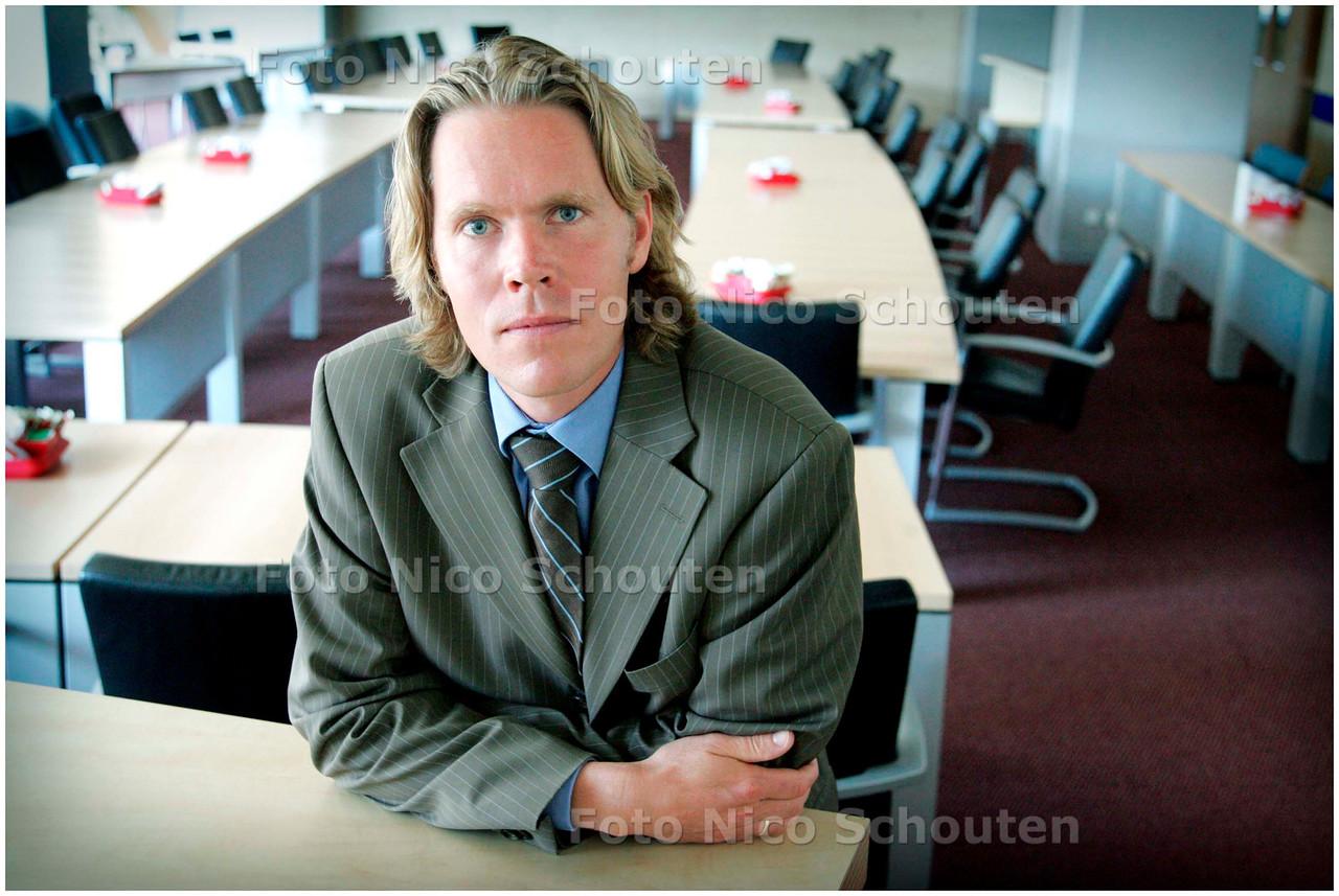 AD/HC - Vertekkend griffier van de gemeente Rijswijk, Alwin Oortgiesen - RIJSWIJK 29 JUNI 2006 - FOTO NICO SCHOUTEN