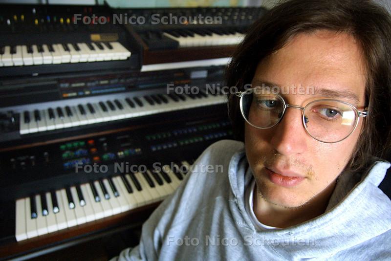 HC - DANNY WOLFERS ALIAS DJ LEGOWELT - SCHEVENINGEN 24 MEI 2004 - FOTO NICO SCHOUTEN