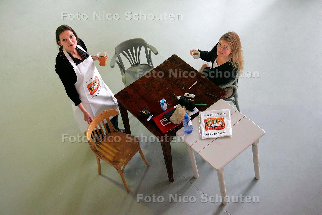 AD/HC - NIEUWE KOOKSCHOOL OP MUZENPLEIN, KEIZER CULINAIR (links eigenaresse) - DEN HAAG 14 AUGUSTUS 2006 - FOTO NICO SCHOUTEN