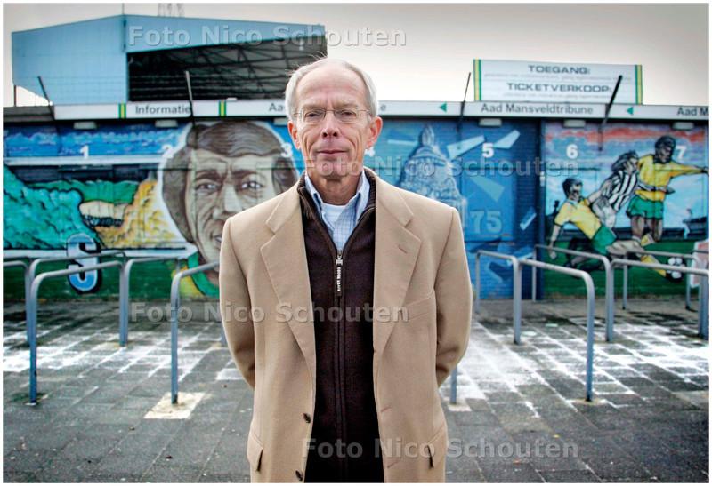 AD/HC - mooi dragend portret van rob baan, technisch directeur van voetbalclub ado den haag - DEN HAAG 7 MAART 2006 - FOTO NICO SCHOUTEN