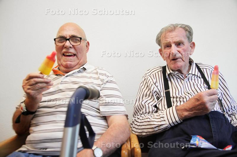 Bij verzorgingshuis Buytenhaghe is het hitteplan van kracht: ouderen krijgen ijsjes, extra limo en bouillon om op de been te blijven - ZOETERMEER 2 AUGUSTUS 2013 - FOTO NICO SCHOUTEN