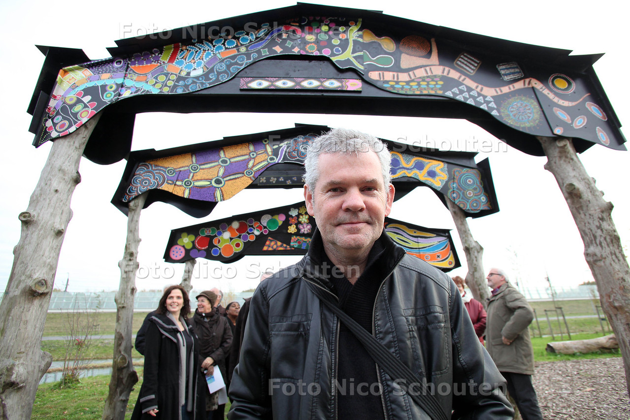 Nieuwe Poort (kunstwerk) van kunstenaar Daniel van Goor bij stadsboerderij De Weidemolen - ZOETERMEER 9 NOVEMBER 2012 - FOTO NICO SCHOUTEN