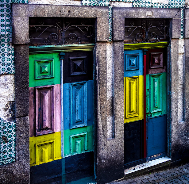 Day 6, Gaia, along the very narrow streets leading to the Bidge, some old, colorful doors.
