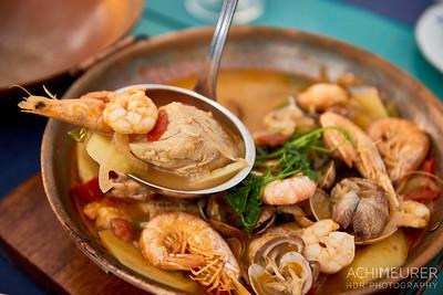 Zubereitung Cataplana - typisches portugiesisches Gericht mit Fisch und Meeresfrüchten