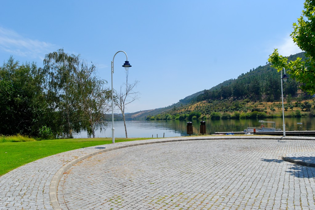 Vila Velha de Ródão<br /> Cais Fluvial do Porto do Tejo<br /> Cais fluvial e parque de merendas, na albufeira da barragem de Fratel, junto a Vila Velha Ródão. Óptima zona para a prática de desportos náuticos, recreio e lazer.