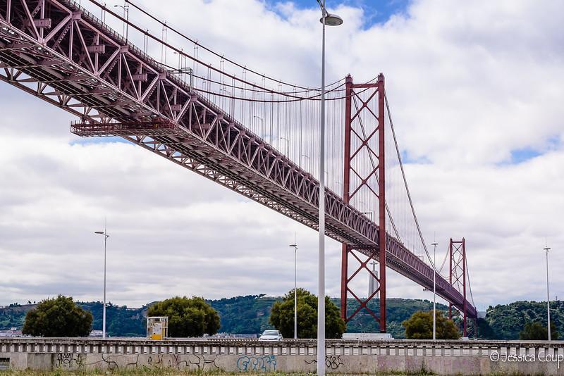 25 de Abril Bridge with Christ the King