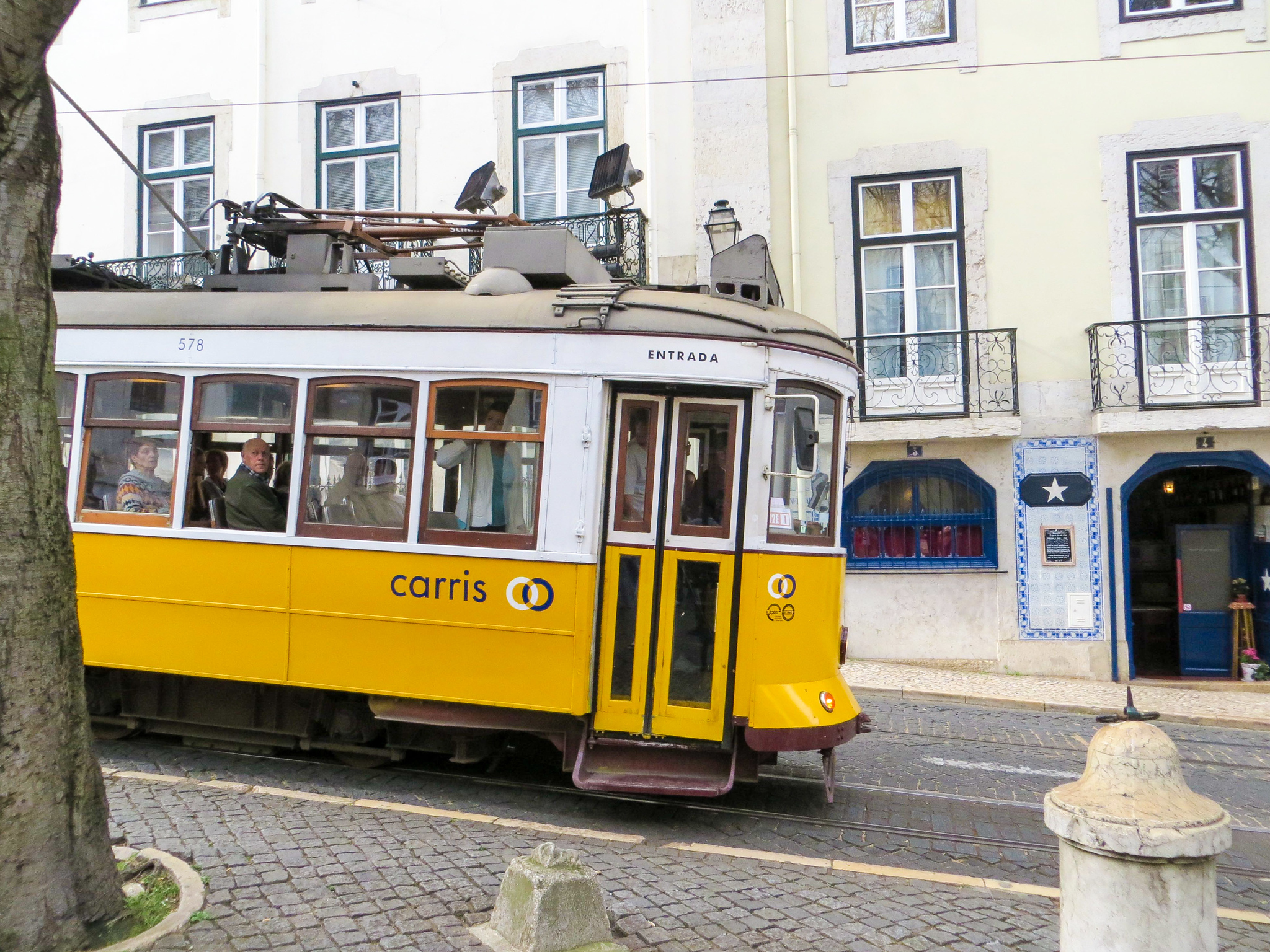 lisbon in two days: use the tram to navigate the city