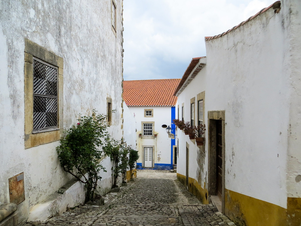 Portugal's small town have many narrow streets.