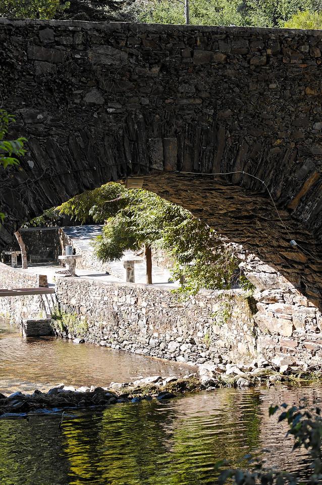 Piscina Natural da Senhora da Piedade<br /> As águas da piscina natural da Senhora da Piedade são provenientes da Ribeira de São João. Situada em plena Serra da Lousã, constitui um local de lazer para residentes e visitantes que afluem em busca da sombra e da frescura da piscina.