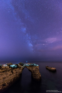 Via lactea sobre el arco de la playa de Albandeira / Milky way on the arch of the beach of Albandeira