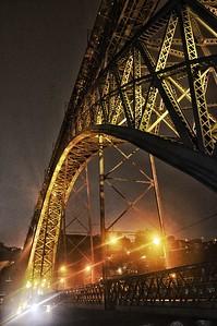 """""""Luzes, Névoa e uma Ponte"""" - Ponte D. Luís I - Porto, Portugal"""