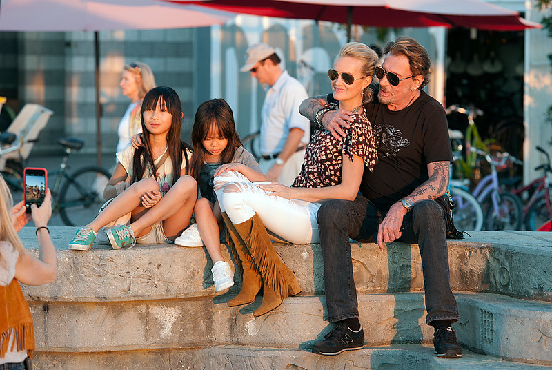 Johonny Hallyday,Laeticia,,ade and Joy pose at the sunser