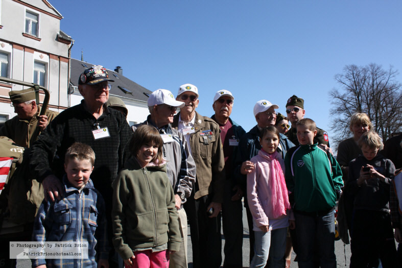 In Falkenstein: The veterans with some kids on Sunday (April 18, 2010)
