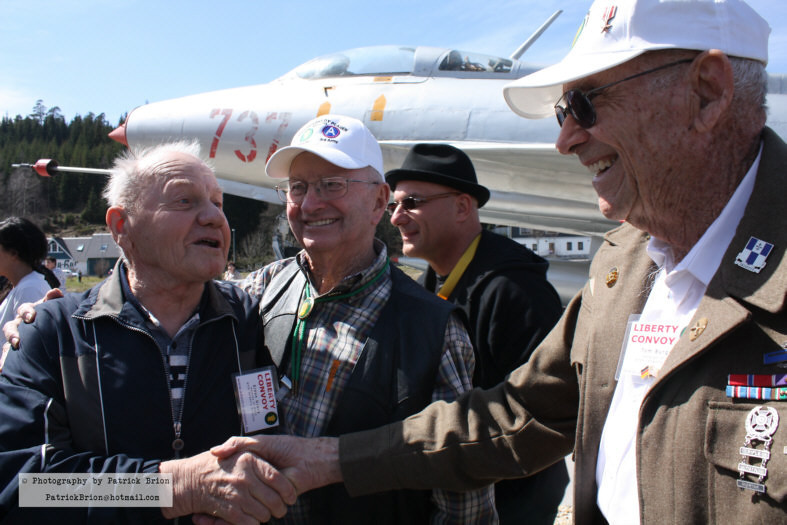 In Morgenröthe-Rautenkranz:  The German Lothar Müller with Eldon Gracy and Tom Burgess – former foes in the Battle of the Bulge are shaking hands in the background: Michael Friedman, Singer / Songwriter from Canada