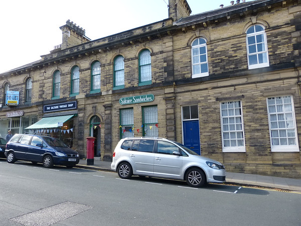 BD18 938 - Saltaire, Victoria Road 161002 [location]