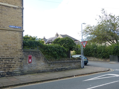 BD18 909 - Saltaire, Albert Road 161002 [location]