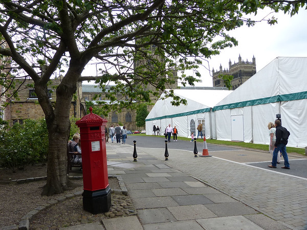 DH1 359 - Durham, Cathedral, Palace Green 150613 [location]