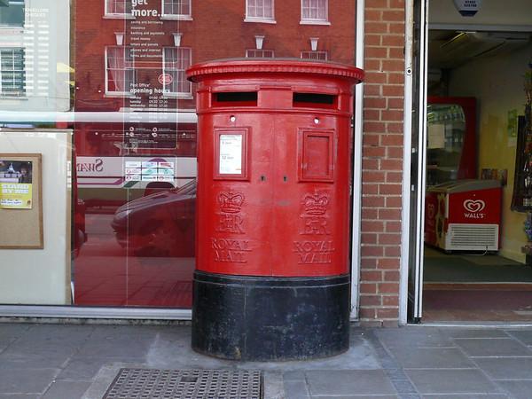 GL20 370 - Tewkesbury PO, High Street 110407