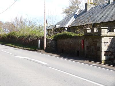 KW10 66 - Dunrobin Castle [North Gate] 150428 [location]