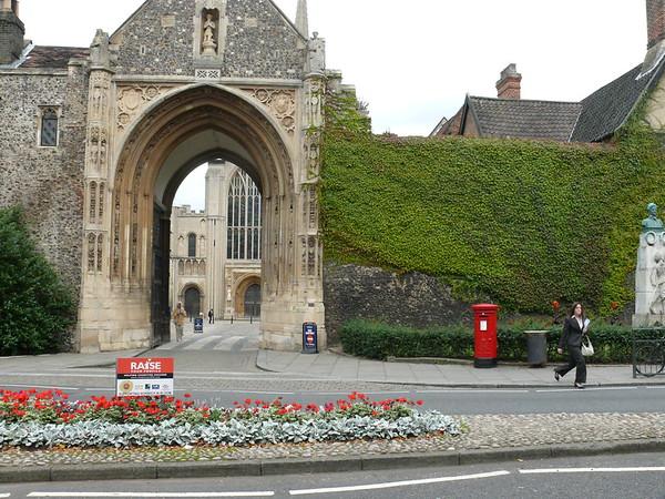 NR3 307 - Norwich, Tombland  Erphingham Gate 110908 [location]