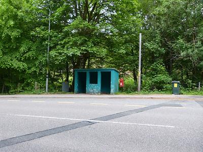 PH35 89 - Invergarry, northbound bus stop 130611 [location]