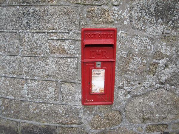 TR21 70 - Hugh Town, Well Cross 090513