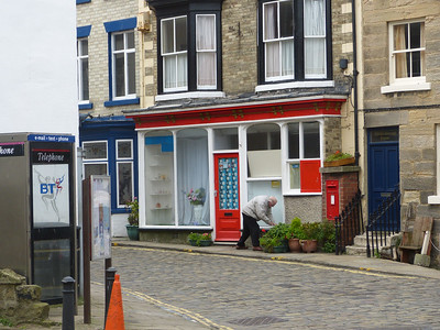 TS13 523 - Staithes XPO, High Street 150907 [location]