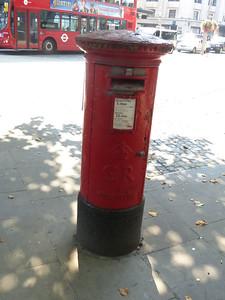 W8 9 - Kensington High Street  Kensington Church Street 130905