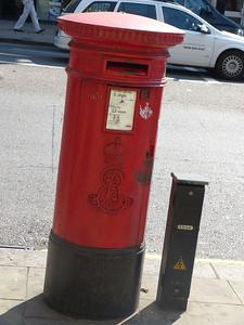 W8 13 - Kensington High Street  Argyll Road 130905