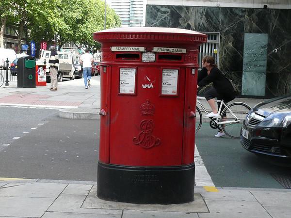 WC1 16 - Tottenham Court Road  Torrington Place 090903