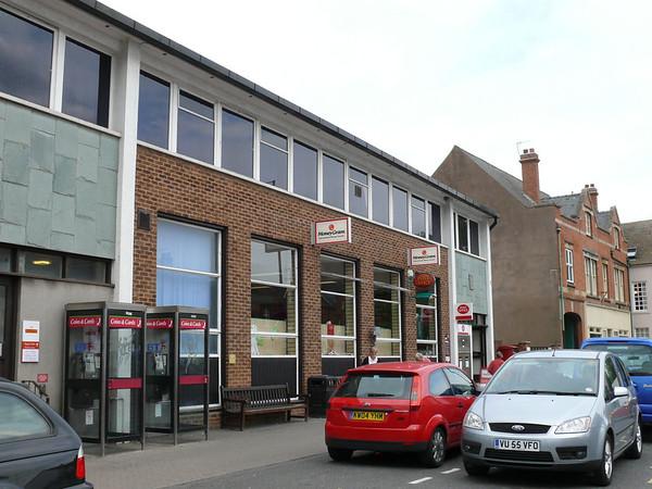 WR11 1000  210 - Evesham PO, High Street 110726 [location]