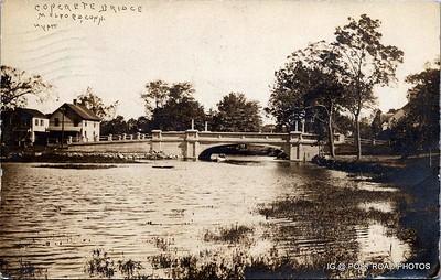 Postcard-USA-milford-connecticut-ellie-russo-benefico+scan FF680W concrete bridge hyatt duck pond -002