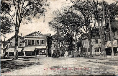Postcard-USA-milford-connecticut-ellie-russo-benefico+scan FF680W downtown corner broad and river streets looking east trolley tracks black and white 1908 001 ---