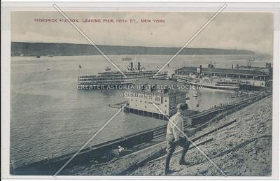 Hendrick Hudson leaving pier at 130th Street