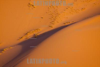 Argentina : Duna colgante en Huancar - Las dunas colgantes son un fenómeno común en esta parte de la ecorregión de la Puna en la provincia de Jujuy / Hanging dune of the Huancar hill - The hanging dunes ( or vertical dunes ) are a common phenom in this part of the Puna ecoregion , it is provocated by the wind during millon of years , Jujuy province / Argentinien : Hängende Düne in Huancar - Die hängenden Dünen sind ein häufiges Phänomen in diesem Teil der Ökoregion Puna  in der Provinz Jujuy © Silvina Enrietti/LATINPHOTO.org