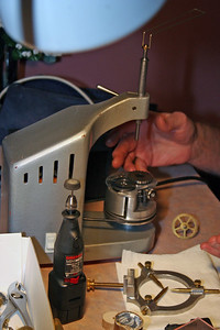 Demonstration of the pivot polishing machine.