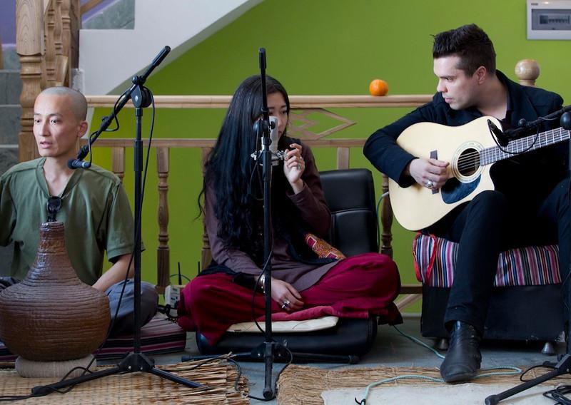 Chen Zhi Peng, Yang Ji Ma and Both Miklos, recording 'Kinai Utazofilm' 2013  Dali, China