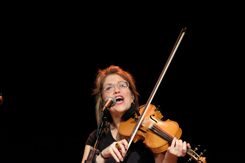 Cherrful fiddle player